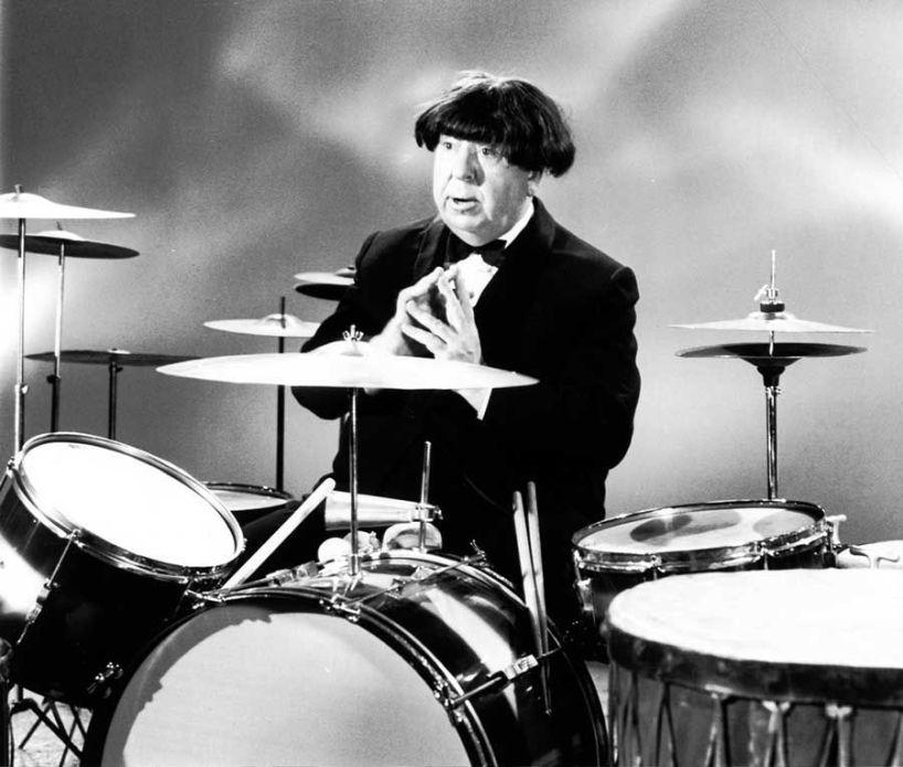 Alfred Hitchcock che impersona Ringo Starr, 1964