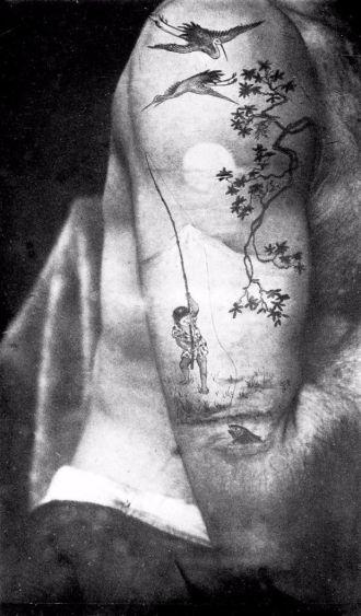 Fotografia che mostra le opere del tatuatore britannico nell'era vittoriana