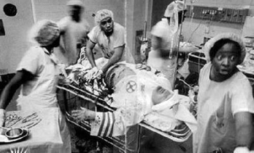 Infermieri neri che salvano un membro del KKK