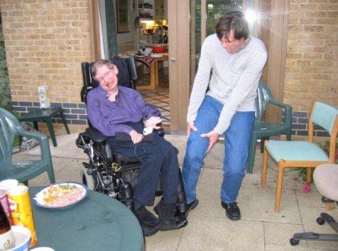 Jim Carrey in visita a Stephen Hawking