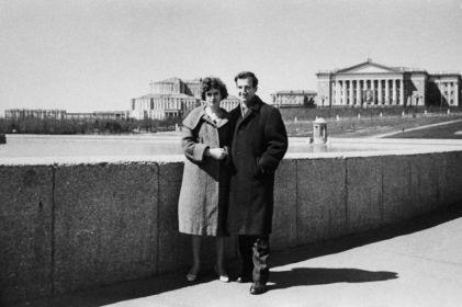 Lee Harvey Oswald con sua moglie Marina a Minsk, URSS, 1961