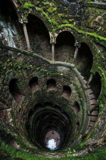 Step well - Pozzo a gradini. Sintra, Portogallo
