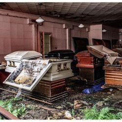 Agenzia funebre abbandonata