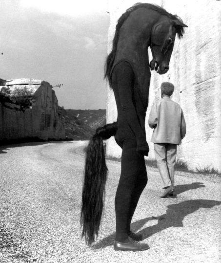 Jean Cocteau durante le riprese del Testament d'Orphée