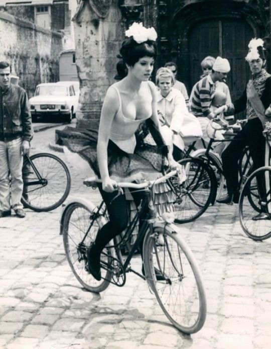 L'attrice Geneviève Bujold a Parigi, 1966