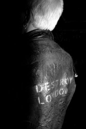 Punk di Karen Knorr & Olivier Richon, London '1976 - 77