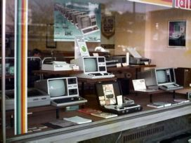 Vetrina di un negozio di computer in Germania Ovest, 1984