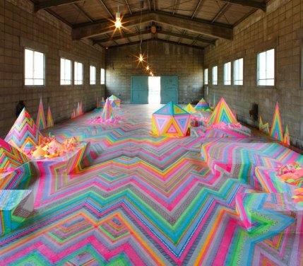 Candyland: installazione fatta di caramelle, glitter e zucchero realizzata da Pip & Pop