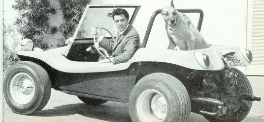 Elvis Presley con il suo cane, 1968