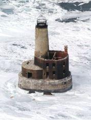 Il faro di Waugoshance stregato e abbandonato nella città di Mackinaw, Michigan. Costruito nel 1851 - nel 1900, il custode John Herman scomparve e da allora è stata segnalata l'attività, come le porte che si aprono e si chiudono da sole.