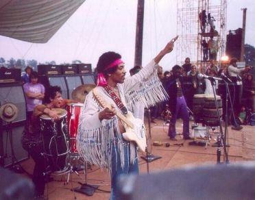 Jimi Hendrix sul palco di Woodstock, 1969