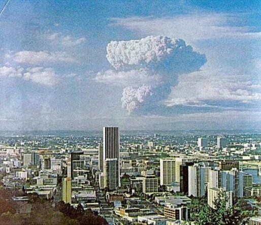 Vista dell'eruzione del monte di Sant'Elena a Portland, Oregon, il 18 maggio 1980