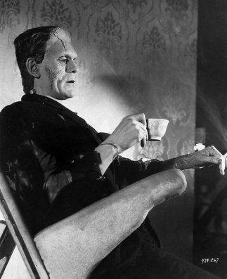 Boris Karloff sul set di La sposa di Frankenstein, 1935