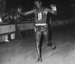 58 anni fa, il maratoneta etiope, Aris Bikila, vinse la medaglia d'oro alle Olimpiadi di Roma, a piedi nudi
