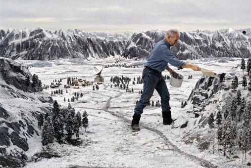 Dietro le quinte di Goldeneye, che ha avuto la più grande quantità di lavoro in miniatura mai in un film di James Bond. 1995