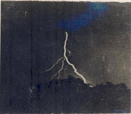 La prima fotografia di un fulmine, di William Jennings, 1882