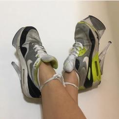 Scarpe da tennis col tacco