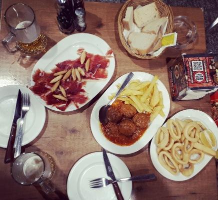 Madrid day by day - Cena a base di Jamon iberico, calamares a la romana & albondigas de ternera