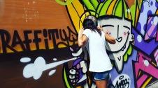 Oggi giornata street art & associati. Raggiungo uno dei luoghi segnalati: El Campo de Cebada al Mercato De La Cebada scoprendo che è chiuso. Leggo che sarà trasformato in un centro sportivo. Che peccato... Io intanto ho sbirciato dentro e fatto le foto ai numerosi graffiti.