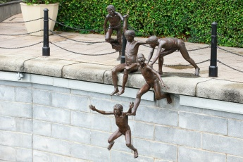 Sculpture by Chong Fah Cheong - The Riverside, Singapore River