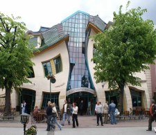 Krzywy Domek (o Crooked House) a Sopot, in Polonia