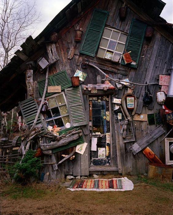 Maison sens dessus-dessous by Richard Greaves