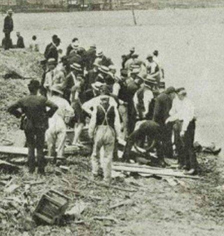Recupero dei corpi delle vittime del Titanic