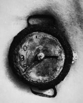 Un orologio a Hiroshima, distrutto durante l'attentato atomico della città. Il suo tempo segna il momento in cui la bomba è esplosa