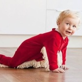 Bambino pulisci-pavimenti