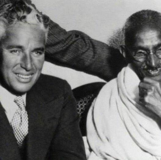 Charlie Chaplin e Mahatma Gandhi