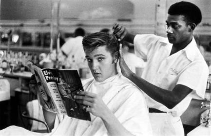 Elvis al Jim's Barber Shop di Memphis, 1956