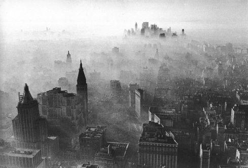 1966, una nuvola di smog killer ha ricoperto la città di New York, spronando all'azione le misure anti-inquinamento di emergenza. Andy Blair