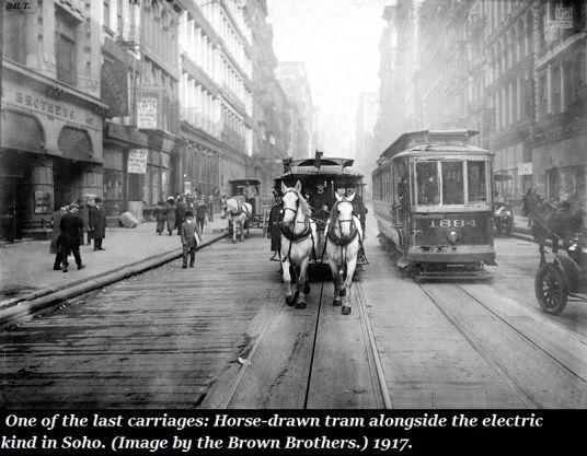 Novembre 1832, il servizio di tram pubblico è iniziato a New York con carrozze a cavalli
