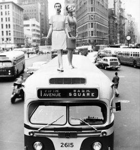 Dovima e Jean Patchett in Madison Square per una foto del 1958 diffusa in Vanity Fair