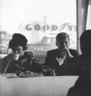 Autunno 1959, JFK e Jackie in una tavola calda, Oregon