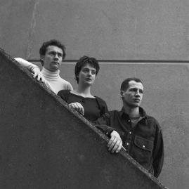 Damien Hirst, Billee Sellman and Carl Freedman, January 1990 - © Edward Woodman. All rights reserved, DACS-Artimage 2018. Photo Edward Woodman