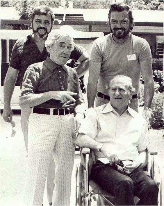 Moe e Larry dei Three Stooges verso la fine, 1973