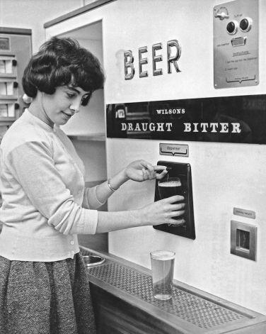 """Nel 1958 fu emesso il brevetto USA 2861603 A, un'invenzione di Harry R. Terlecki, per la sua """"macchina per la distribuzione della birra a gettoni"""""""