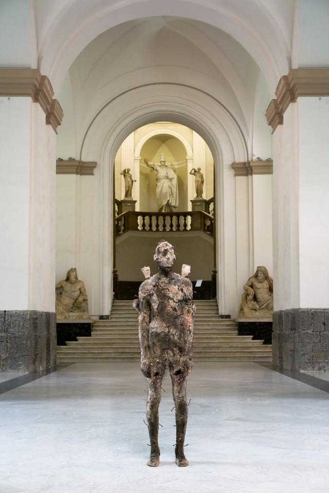 Pangea, bronzo 183x56x35cm 2017 by Aron Demetz @ MANN, Napoli