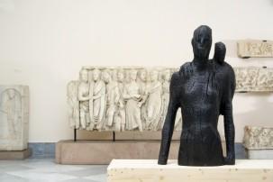 Presenza 2, legno carbonizzato 100x65x45cm 2017 by Aron Demetz @ MANN, Napoli