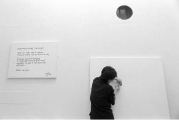 Yoko Ono, installing 'In Facing' exhibition at Riverside Studios, 1990 - © Edward Woodman. All rights reserved, DACS-Artimage 2018. Photo Edward Woodman