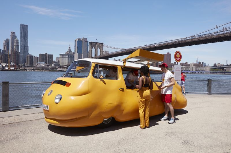 Erwin Wurm, Hotdog Bus, New York City