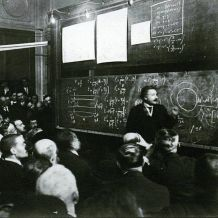 Foto reale di Albert Einstein alle prese con la teoria della relatività, 1922