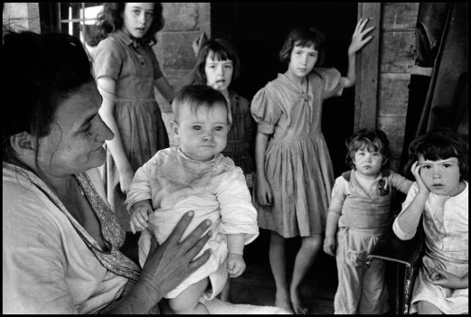 USA. Walker, Kentucky. 1965. A poor mother and her children.