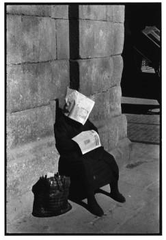SPAIN. Madrid. 1955. Plaza Mayor. Siesta of the lottery vendor.