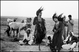 IRAQ. 1956. Gypsies dancing in a camp near Catesiphon.