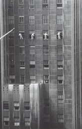 USA. New York City. 1958. Forty-eighth Street window washers.