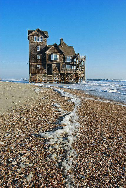 Casa abbandonata a Rodanthe sul mare. Fotografia di Mark Pillsbury