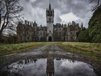Castello di Miranda in Belgio - Chateau Noisy è un bellissimo castello che si trova nelle terre aperte del Belgio. Versa in uno stato di forte abbandono e degrado,ma,i proprietari si rifiutano di vendere
