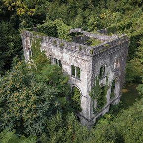 Centrale idroelettrica abbandonata, costruita nel 1904